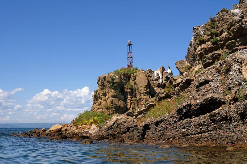 Публичная демонстрация одного из ближайших к Владивостоку островков вряд ли будет иметь негативные последствия для его экологического состояния. Злоупотребление видами прочих, некогда прекрасных и уютных мест архипелага, лишний раз привлекает к ним внимание граждан. Что, как правило, имеет весьма печальные последствия. С каждым годом пирамиды мусора на берегах все выше.