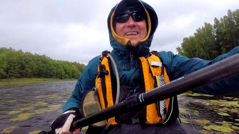 Плюс к дубаку ливанул дождь. И он уже с этого момента практически никогда не заканчивался. Но в водных походах мы должны быть готовы к любым погодным испытаниям и при этом не терять прекрасного расположения духа!