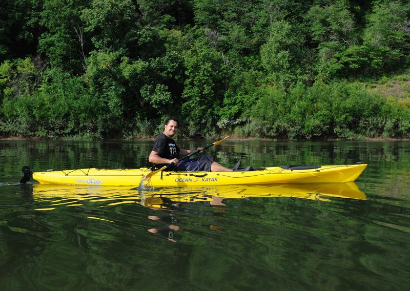 При должном уровне физической подготовки морской каяк позволяет уверенно двигаться против течения реки, чтобы затем спокойно сплавиться вниз.