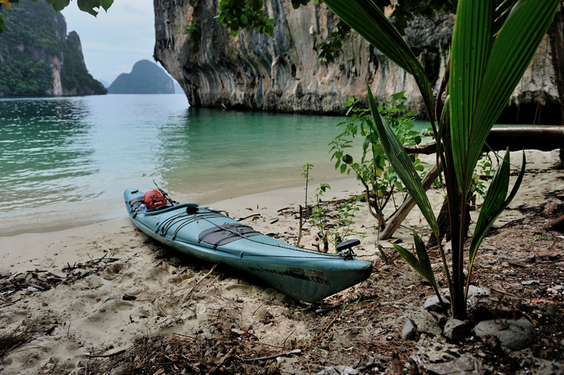 А так конечно традиционный полиэтиленовый каяк в этих водах просто идеален.