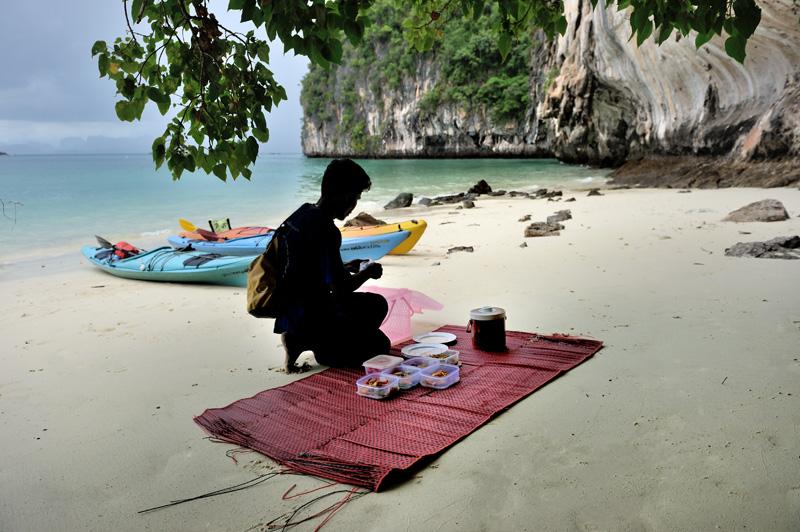 И на этом захватывающем зрелище пляжного банкета, позвольте завершить сие краткое повествование.