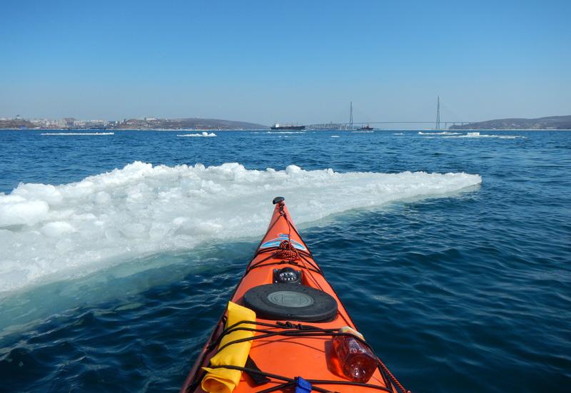 Ледовая обстановка достаточно непредсказуема, сегодня море свободно почти в любом направлении. Хотя излюбленные места на островах пока покрыты наслоениями снега и льда.