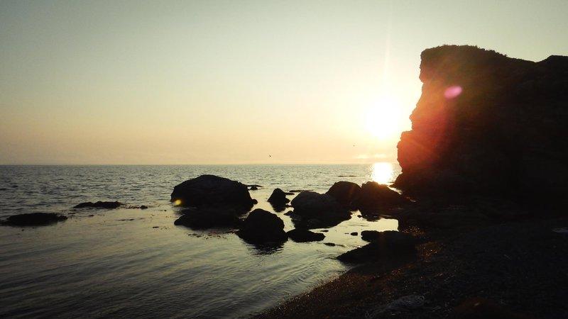 Закат на камнях.