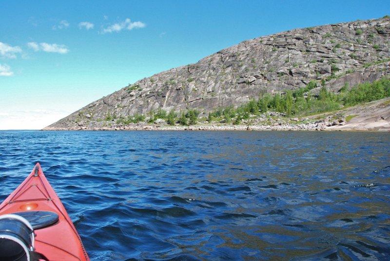Наша ближайшая цель на сегодня – группа островов Топаруха, Избной, Подвосточный. Примерно 5 км. Немного ветрено.