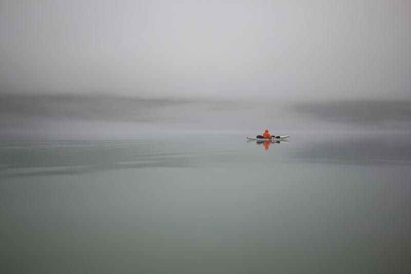 6 Августа. Распогодилось (в смысле все вернулось к обычной погоде). Дождь, густой туман. Полный штиль. Полное ощущение другой планеты, и что ты тут первопроходец.