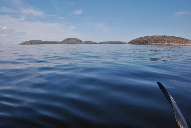 12:02. Остров Верхний! Высаживаться не планируем, обходим со стороны моря!