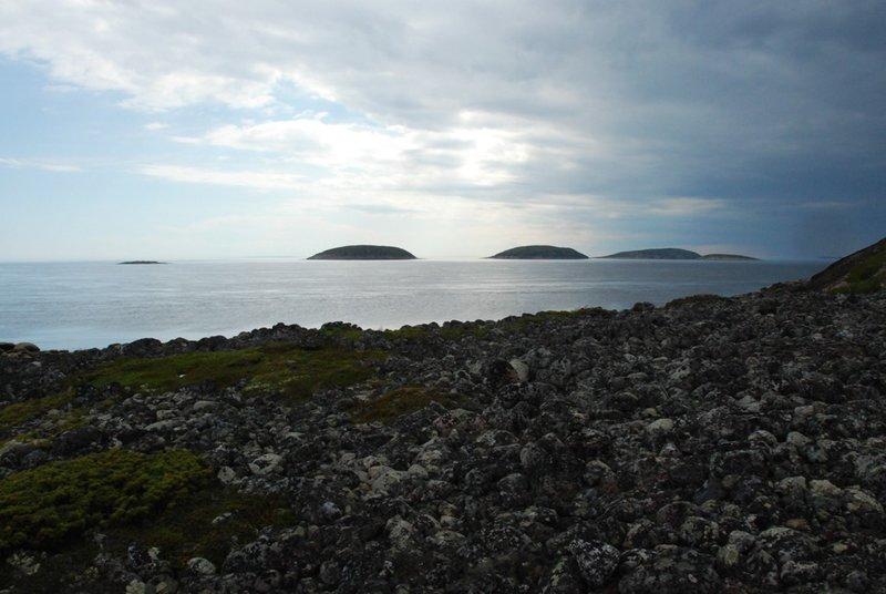 13:59. Мы уже на вершине острова. Виды, как всегда, роскошнейшие!