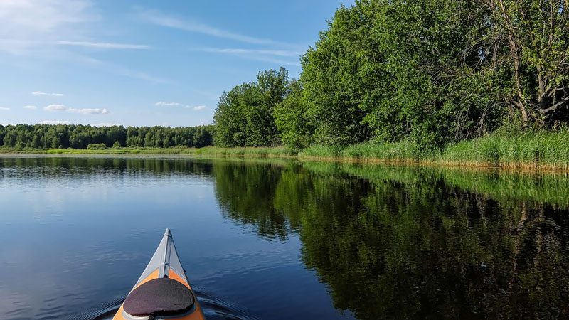 Покрутился на реке возле поляны. В общем, Вопшу любителям белой воды я порекомендовать, как видите, не могу.