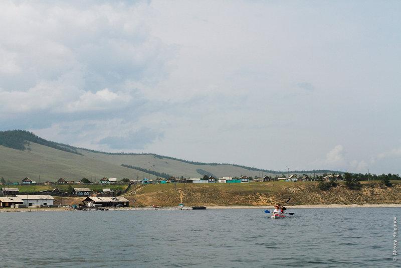 В обед высадились в селе Байкальское дозакупитьсяпродуктами.
