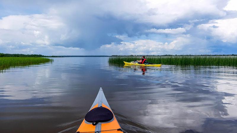 Нам предстоит пятнадцатикилометровый переход по Костромскому водохранилищу до устья Вопши.