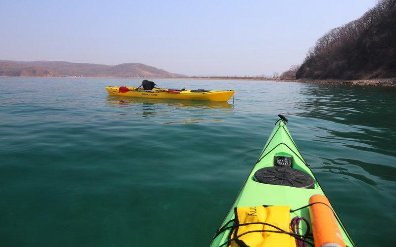 С каким же удовольствие начал кататься рядом с камушками без страха расколотить лодку! Плюс остойчивость выше. Можно спокойно фотографировать.