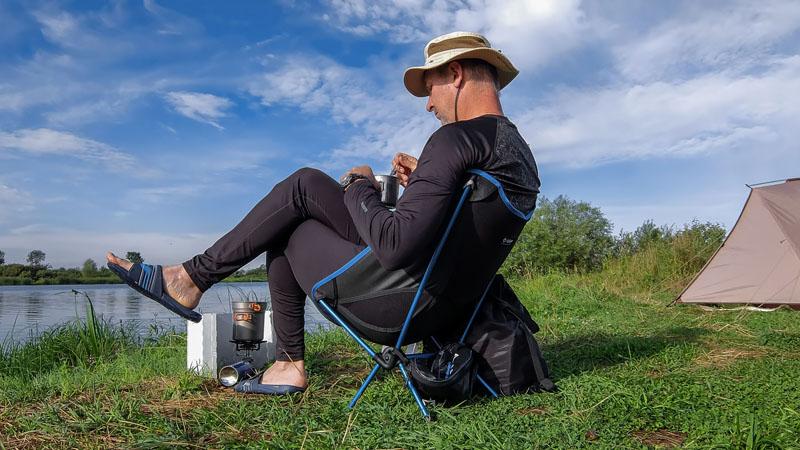 Сидеть в нём очень комфортно. Можно просидеть весь вечер и кайфовать. Это вам не пенка под задом. Мне кажется эта модель стула для туристов по соотношению веса и комфорта - лучшее, что есть сейчас на рынке.
