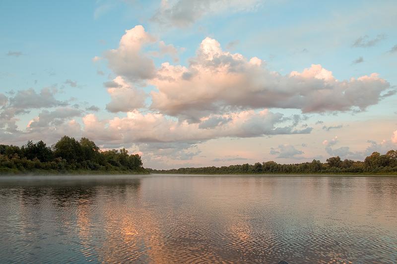 Вот по этой реке и отправляется наша экспедиция по следам отцов основателей государства Российского. Цель: знакомство с родной природой, историей в изложении родителей (замечу – «предков»), пробуждение духа странствий и скитаний.