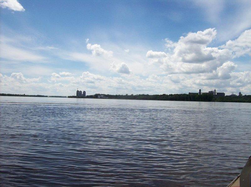 Слева Барнаул-Сити,