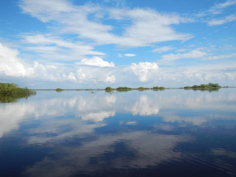 Ракомка тоже небольшая речка, но весной она практически сливается с озером. И немногий знающий сможет точно сказать - в Ракомке ты сейчас или над ее берегом, а то и в озере. На треке это неплохо видно, если включить спутниковый снимок.