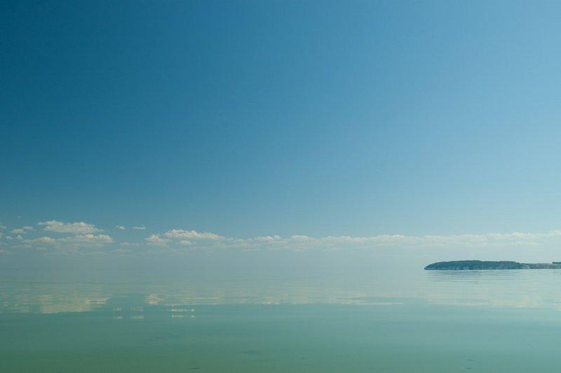 Взгляд на Юг в сторону уходящей Волги. Справа кусочек берега - противоположный брег Волги.