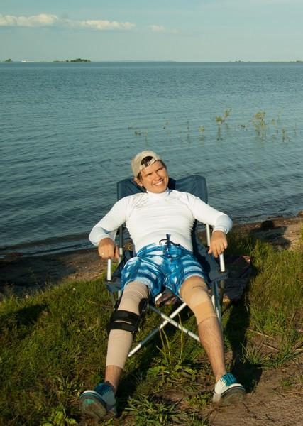Нога затекла. Надо было сменить позу и посидеть сняв ортез.