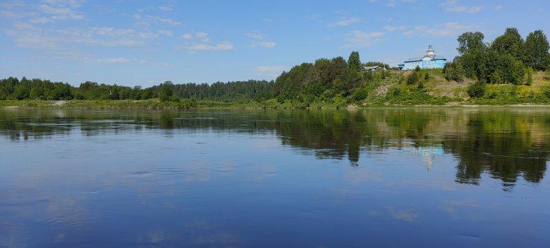 Впадение реки Уфтюга.