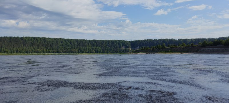 Через 7 км на повороте реки показываются Опоки. Встаю на завтрак.