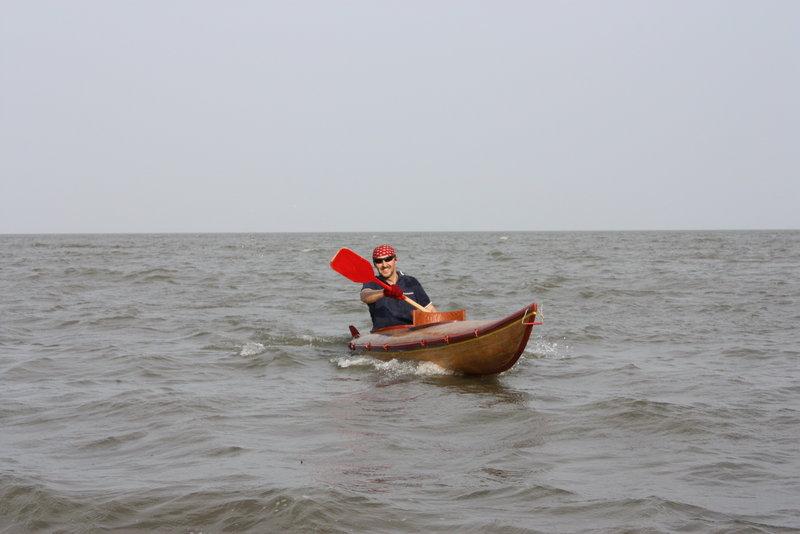 И страшно довольный, что вернулся на каяке, а не под ним,  – лихо выбросился на берег.
