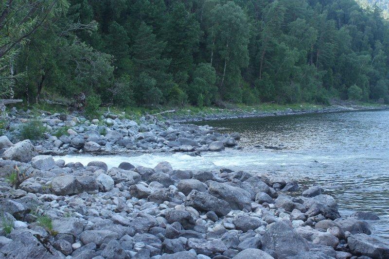 Во второй половине дня дошли до устья р. Мал. Чили. Остановка на 10-15 минут, искупались, идём дальше.
