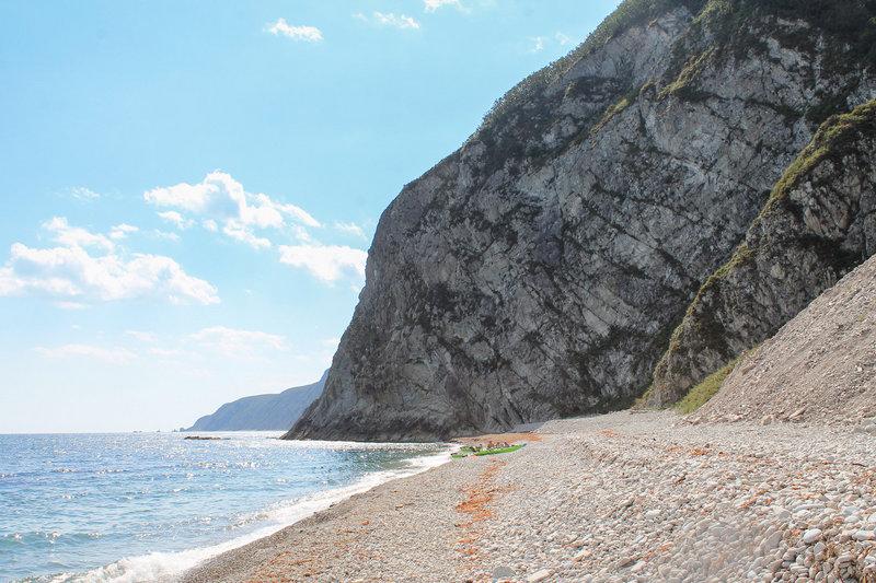 Скалистый берег.