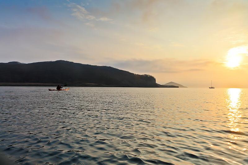 На всех парах мчимся к месту ночевки – Остров Желтухина.  Успели как раз вовремя, перед самым заходом солнца.