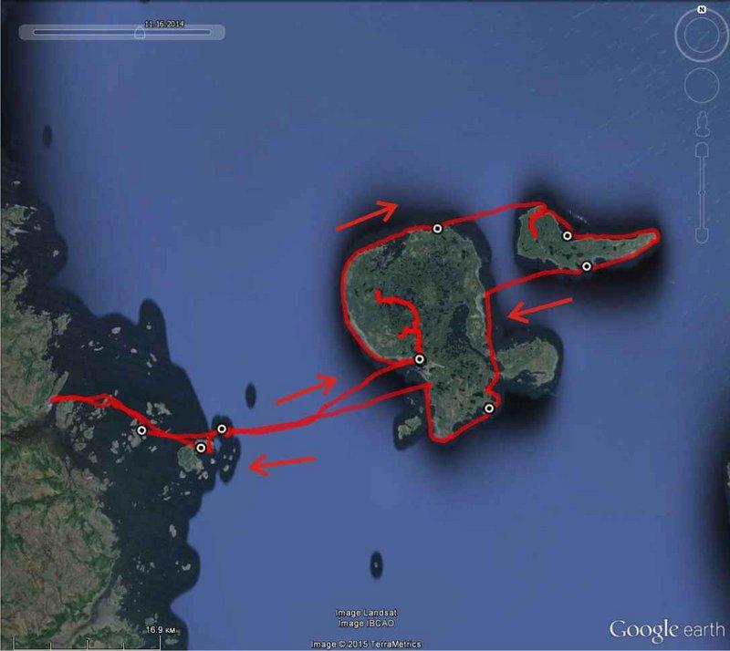 В 2014-м моя поездка в Норвегию сорвалась, поэтому само собою решилось, что я опять еду на милое сердцу Белое море, и в этот раз наконец-то на Соловки.   Мой стандартный напарник Костик пойти не мог, Лёха, который отжигал со мной полтора месяца назад в Онежском заливе, к моему сожалению отпуск свой уже весь израсходовал. Идти опять было не с кем. Но я так хотел пойти в этот поход, что мой мозг неожиданно для меня извлёк из памяти мимолётную встречу полугодовалой давности с одним чуваком из гребного клуба, который при мне привязывал на крышу своей машины самый настоящий морской каяк классической наружности, и с которым я тогда перекинулся парой слов. Через знакомых вычислил как его зовут и предложил сходить в поход. И он согласился!!! Его даже мои сроки устроили!!! При этом он очень много знал об истории Соловков, но никогда там не был и давно мечтал туда попасть!!! Фантастика!!!   Заранее извиняюсь за растянутое повествование и чудовищное количество фотографий.   16 августа, сб, первый день. 13 км (по воде).