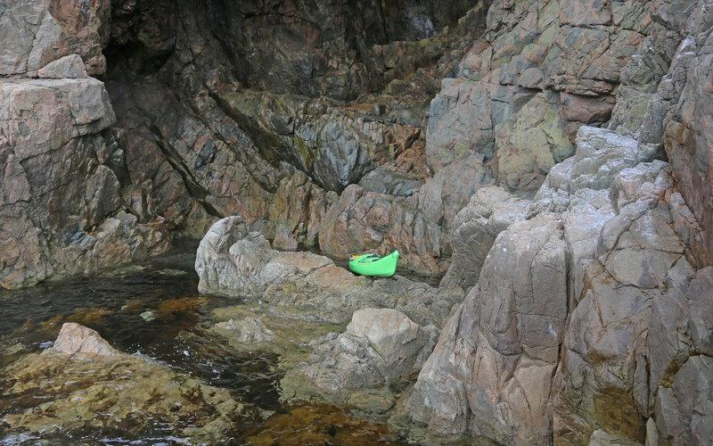 На морском каяке мимо острова Клыкова
