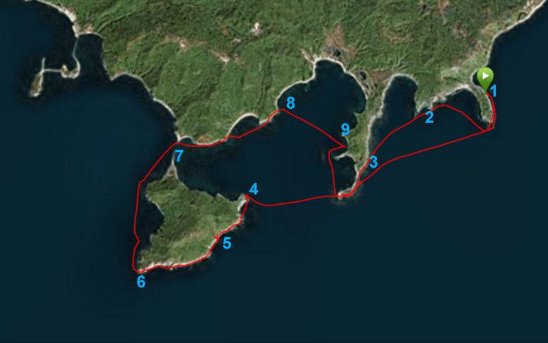 Хорошая добродушная компания в составе Аркадия (Arkady), Саши (Croizier) и меня (Eugene) после недолгих согласований высадилась на восточном берегу полуострова Вятлина (на карте точка 1) и после немного суматошных сборов двинулась в путь. В планах обход острова Шкота. Воздух +7. Вода +1. Маловетрие. План выполнили, остров обошли, суммарно проехав 23 км.