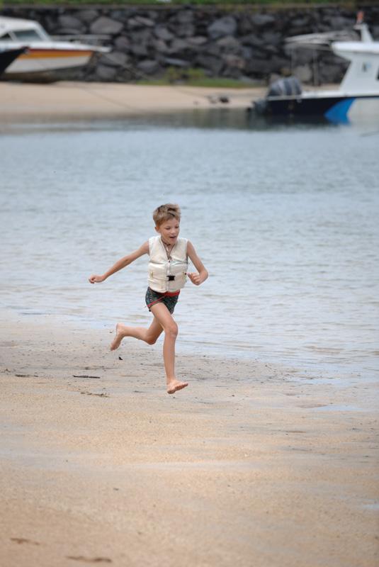 Я радостный бегу брать каяк