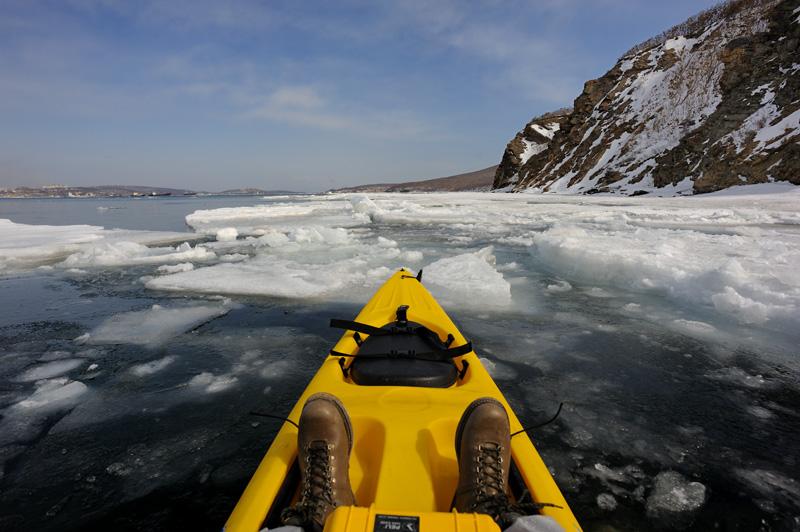 Чуть меньше льда было на выходе в Уссурийский залив, куда я и направился.