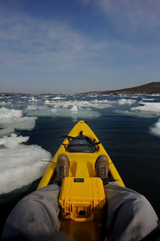 Жаль, что все это ледяное великолепие скоро растает. Каякеру подобные плавающие на воде штуки только в радость.