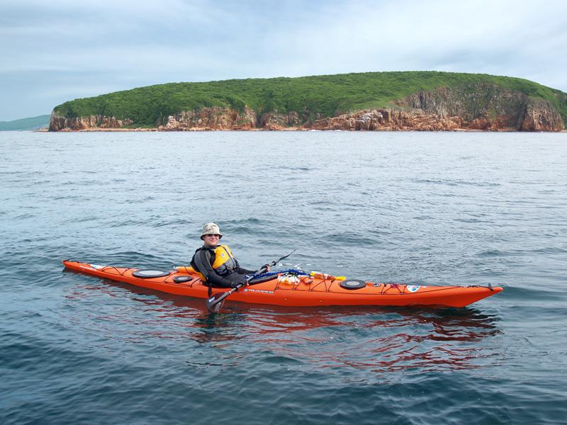 Был сфотографирован возле острова Наумова охочими до камбалы водномоторниками. Сейчас вот прислали фото.