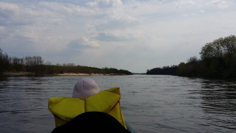 Время 14:30, проходим небольшой остров (слева).