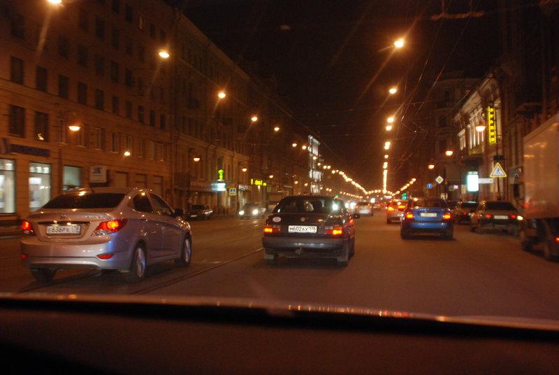 Где-то в полночь выехали из черты города.6 мая 2012Едем по Ленобласти в сторону Финской границы. 3:00. Упёрлись в длиннющую очередь на границе. Но очередь продвигалась относительно быстро. Когда на таможне выходили из машины, то уже было жутко холодно. 4:15. Въехали на территорию Финляндии.