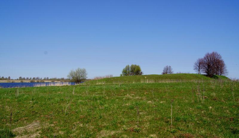 ...а вот так - со стороны озера, для тех, кто пытался войти в Веряжу, чтобы укрыться от ветра и волны.