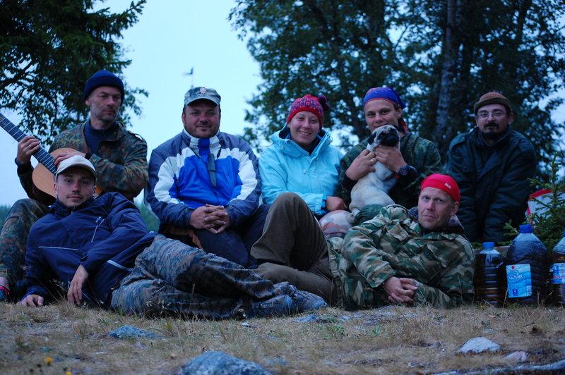 В районе губы Кислая пару дней стоял вместе с группой из Нижнего. Шли они на катамаране