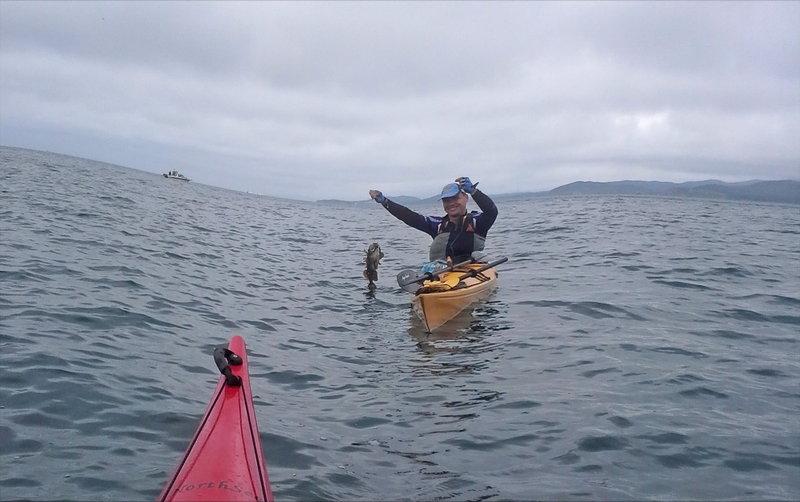 В определённый момент был вынужден остановить рыбаков, ибо процесс обещал затянуться до бесконечности, и мы пошли жарить рыбку и вкусно ее поедать.