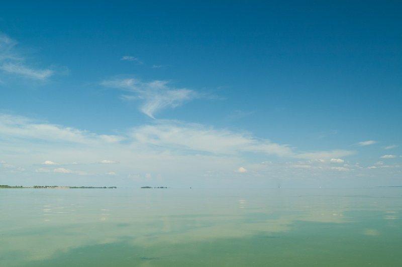А это вдали берег с которого мы стартовали.