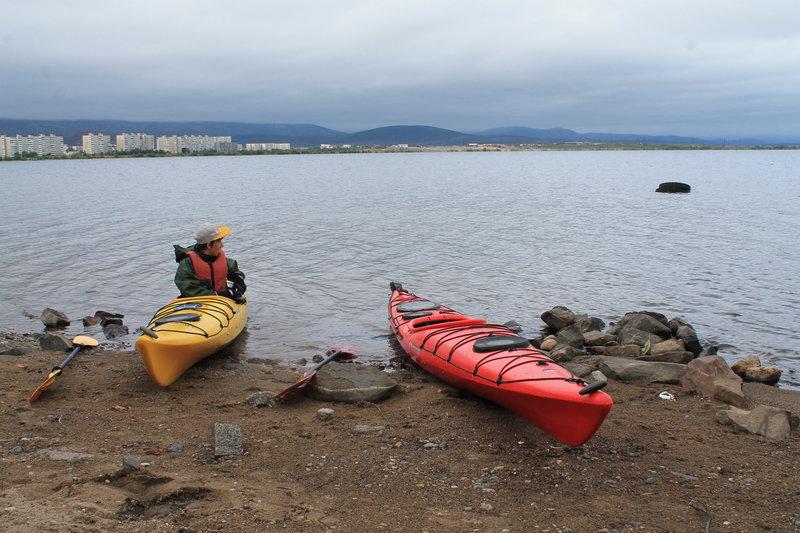 По озеру Лумболка в выходной, на морском каяке