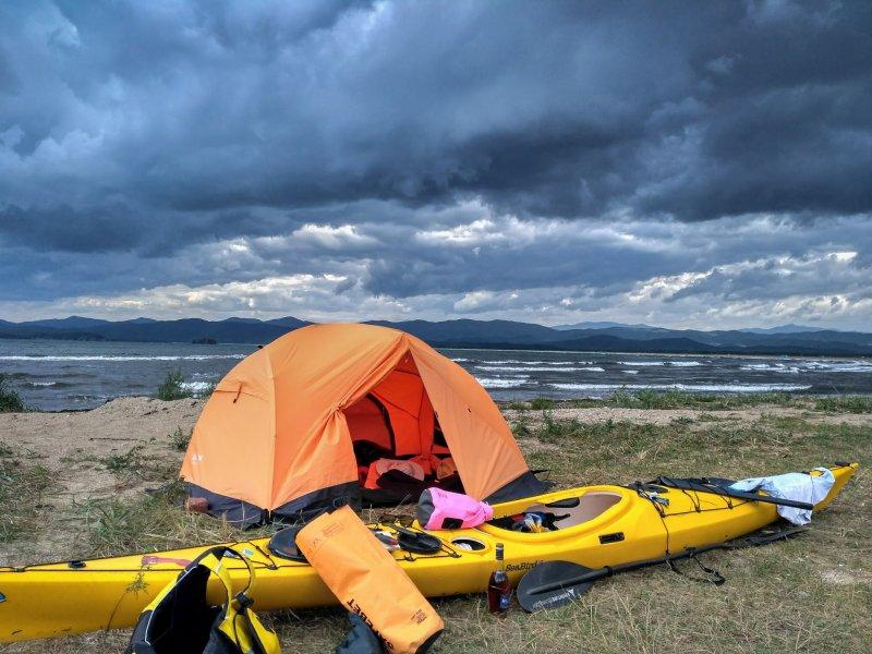 Это моя палатка и мой каяк