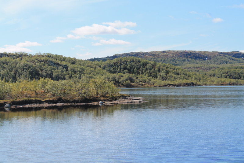 Длинна береговой линии составляет 55 км.